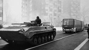 """""""Prące siły ekstremistyczne 'Solidarności"""". Poufny dokument dotyczący stanu wojennego"""