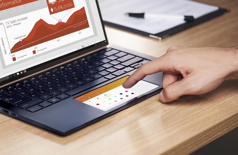 Pracę ułatwią też wielofunkcyjne touchpady, pozwalające na obsługę aplikacji czy widżetów /materiały prasowe