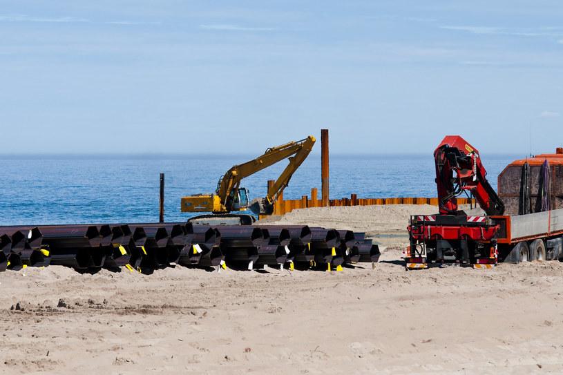 Prace w miejscu przekopu to pierwszy etap z trzech etapów budowy kanału żeglugowego przez Mierzeję Wiślaną /Stanislaw Bielski/REPORTER /Reporter