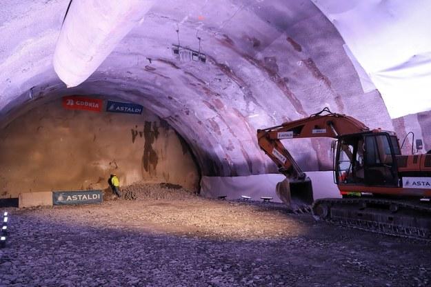 Prace w tunelu na zakopiance / Grzegorz Momot    /PAP