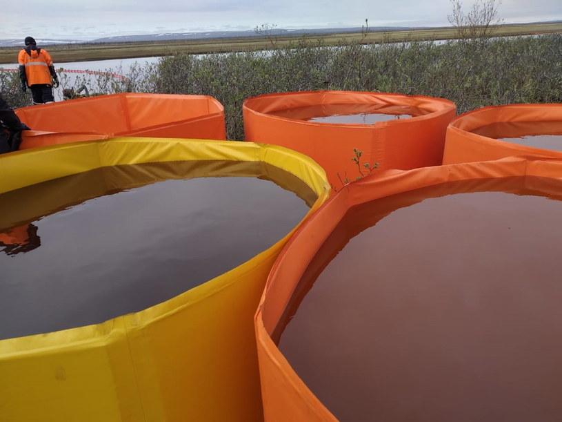 Prace zabezpieczające nad rzeką Ambarnaja /EPA