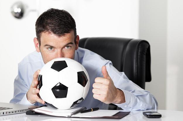 Pracodawca może podjąć szereg kroków, które umożliwią najbardziej zapalonym kibicom zobaczenie meczu /© Panthermedia