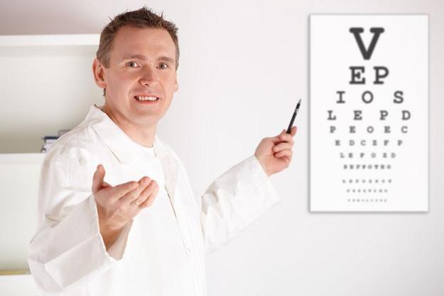 Pracodawca musi ponieść koszt soczewek kontaktowych lub okularów korygujących wzrok /©123RF/PICSEL
