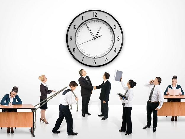Pracodawcy będą płacić dwa dodatki do pensji za pracę w niedziele i święta /123RF/PICSEL