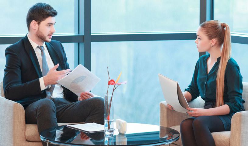 Pracodawcy coraz częściej korzystają z rekrutacji poprzez rekomendacje /123RF/PICSEL