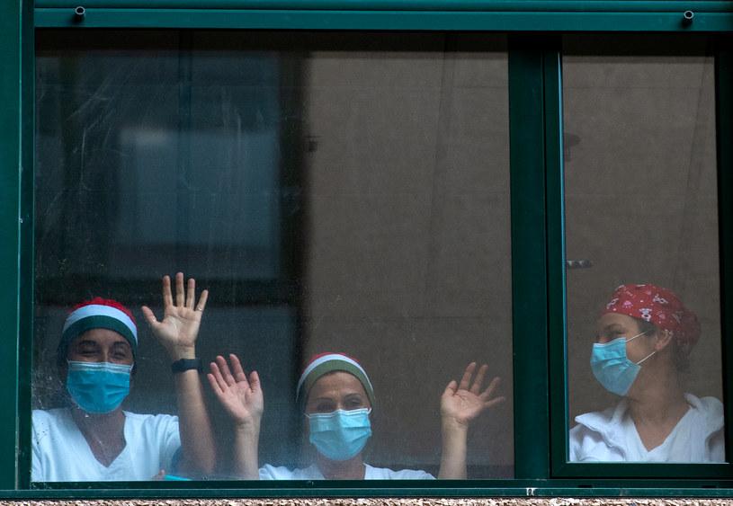 Pracownice włoskiej służby zdrowia, zdjęcie ilustracyjne /TIZIANA FABI/AFP /AFP