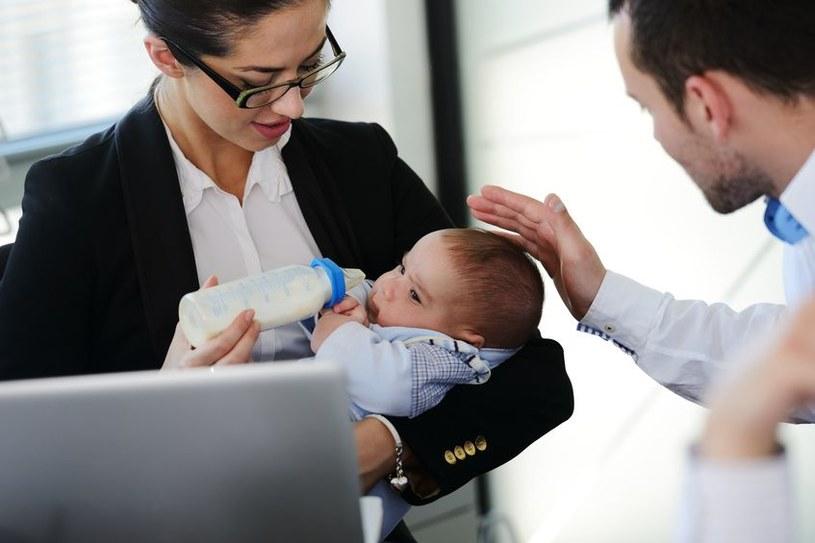 Pracownicy budżetówki korzystający z urlopu macierzyńskiego będą zwolnieni z obowiązku przepracowa co najmniej sześciu miesięcy jako warunku nabycia prawa do wynagrodzenia rocznego /123RF/PICSEL