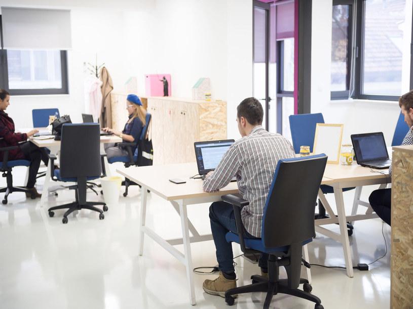 Pracownicy dobrze oceniają swoje cyfrowe kompetencje /123RF/PICSEL