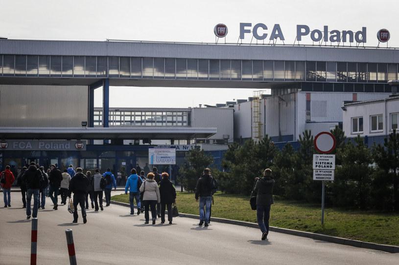 Pracownicy FCA wrócili do pracy. Na zdj. zakłądy w Tychach na początku pandemii w Polsce /Dominik Gajda /Reporter