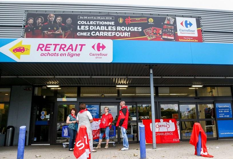 Pracownicy jednego z belgijskich supermarketów w Charleroi /AFP