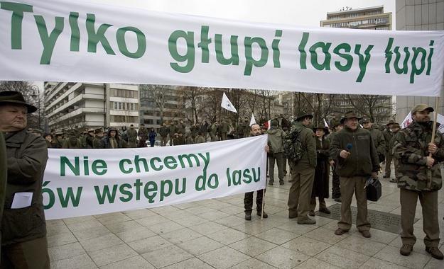Pracownicy Lasów Państwowych zawzięcie bronią swojego biznesu... Fot. Michal Dyjuk /Reporter