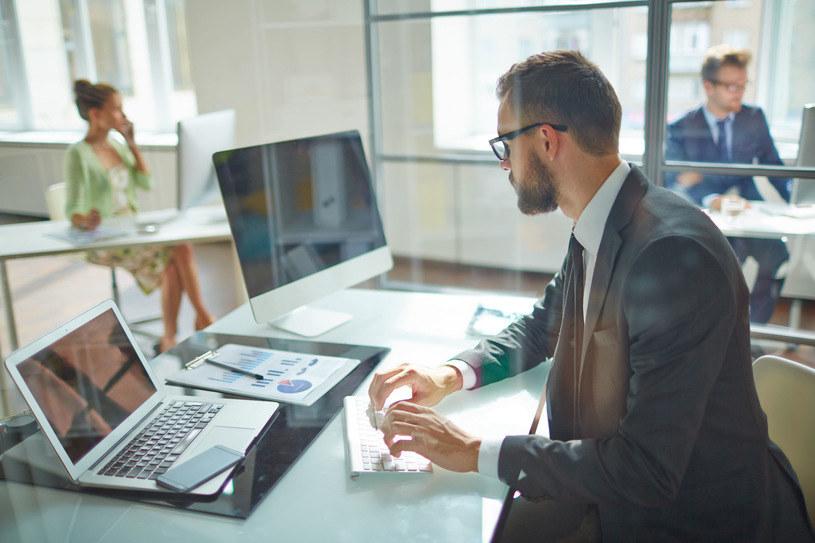 Pracownicy mają ustawowo zagwarantowaną minimalną wysokość wynagrodzenia /123RF/PICSEL