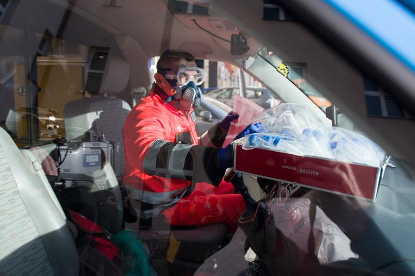 Pracownicy medyczni mają pełne ręce roboty; zdj. ilustracyjne /Andrzeja Zbaraniecki /East News