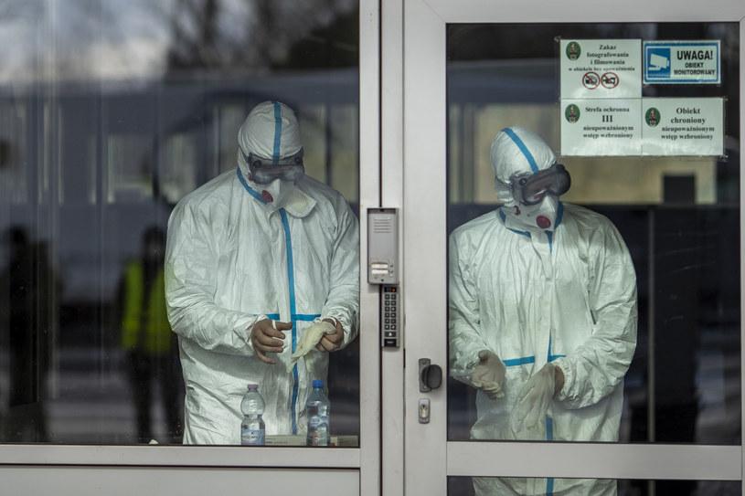 Pracownicy medyczni; zdj. ilustracyjne /MAJA HITIJ  /Getty Images