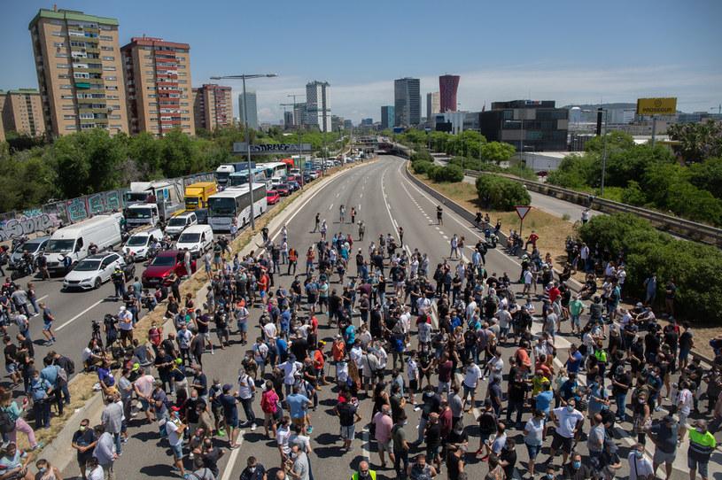 Pracownicy Nissana rozpoczęli blokowanie dróg /Getty Images