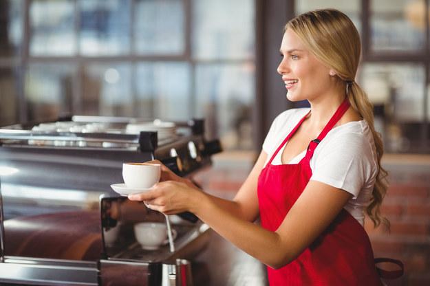 Pracownicy sezonowi są poszukiwani głównie w gastronomii i produkcji /123RF/PICSEL