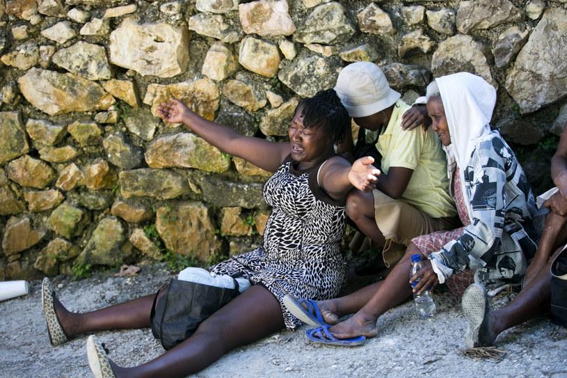 Pracownicy spalonego sierocińca Kościoła Zrozumienia Biblii w Port-au-Prince na Haiti /AP Photo/Dieu Nalio Chery /East News