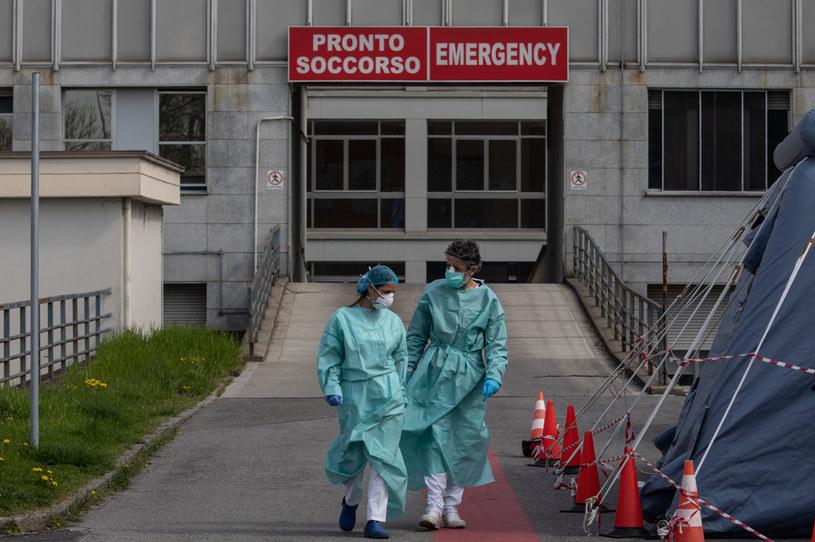 Pracownicy szpitala w Cremonie niedaleko Mediolanu, Włochy, epidemia koronawirusa SARS-CoV-2 /AFP