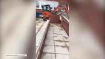 Pracownik budowlany pokłócił się o 600 funtów i koparką zniszczył lobby hotelu, który remontował