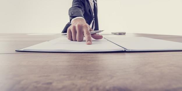 Pracownik kończący zatrudnienie ma prawo złożyć wniosek o wydanie kopii dokumentacji pracowniczej /123RF/PICSEL