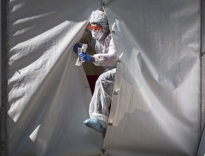 Pracownik rosyjskiego personelu medycznego; zdj. ilustracyjne /AFP