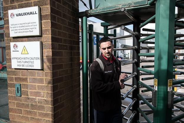 Pracownik Vauxhalla w Ellesmere Port. Fot. Carl Court /Getty Images/Flash Press Media
