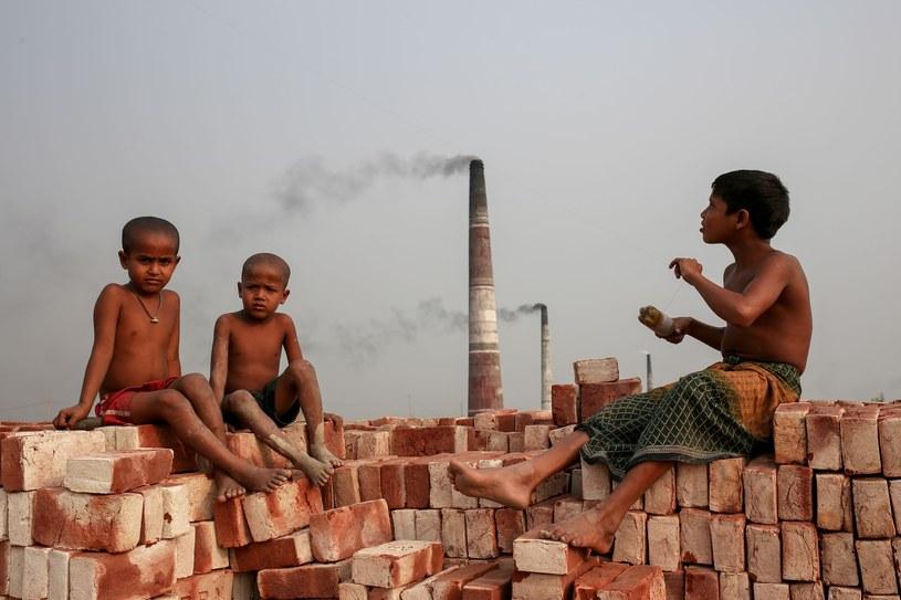 Pracujące dzieci, to w Bangladeszu widok powszechny /NurPhoto /East News