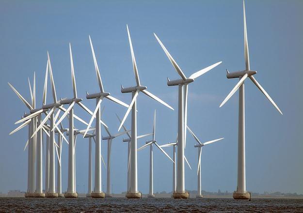 Prąd z niemieckich elektrowni wiatrowych jest przesyłany za pośrednictwem sieci w Polsce i Czechach /© Panthermedia