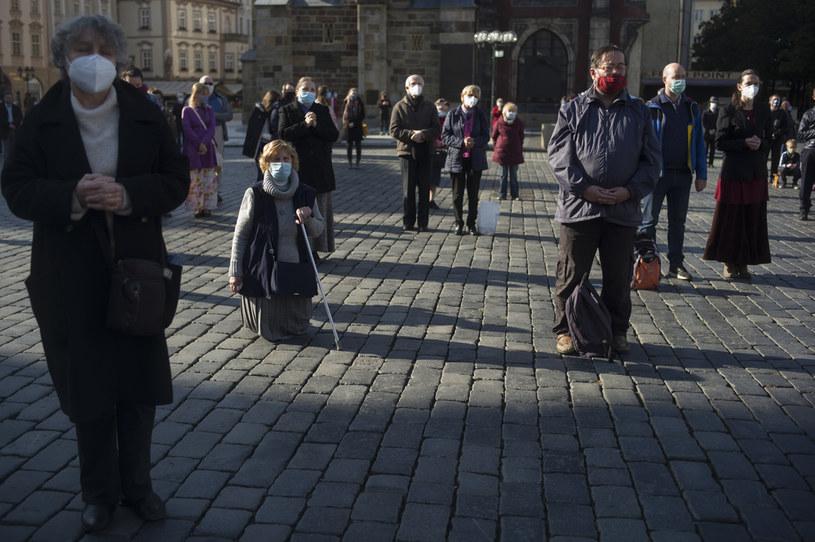 Praga: Nabożeństwo z zachowaniem dystansu społecznego /AFP