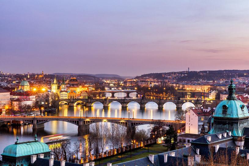 """Praga nieprzypadkowo bywa nazywana """"miastem mostów"""" /123RF/PICSEL"""