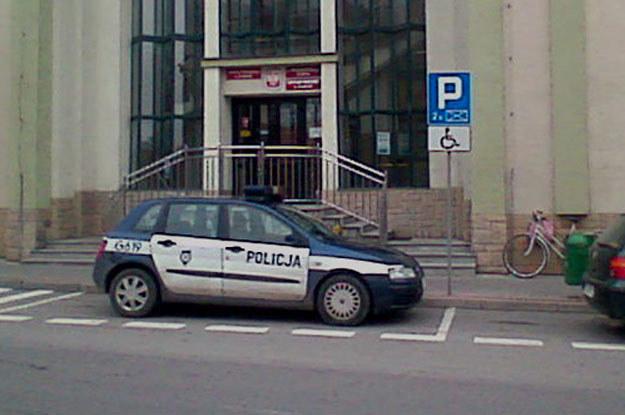 Prakowanie policji na miejscu dla inwalidów to jakaś plaga /Fot. https://www.facebook.com/SfotografujPolicjanta?ref=hl /