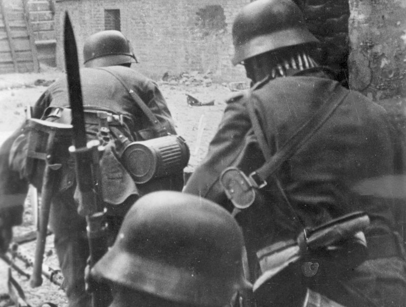 Praktycznie pozbawieni uzbrojenia młodzi powstańcy zostali skierowani przez dowództwo do walki z regularnymi i świetnie wyekwipowanymi jednostkami niemieckiego wojska /Z archiwum Narodowego Archiwum Cyfrowego
