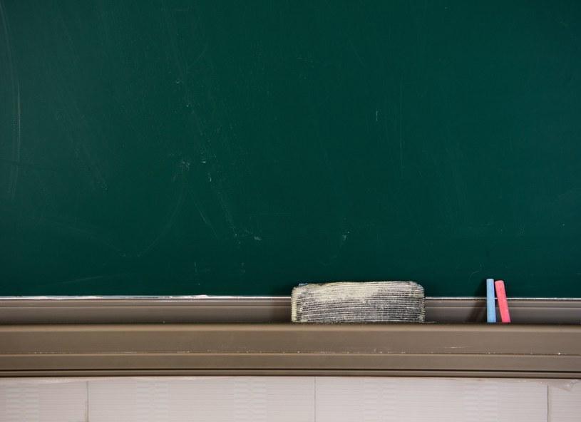 Praktyki stosowane w szkole z edukacją miały niewiele wspólnego /123RF/PICSEL