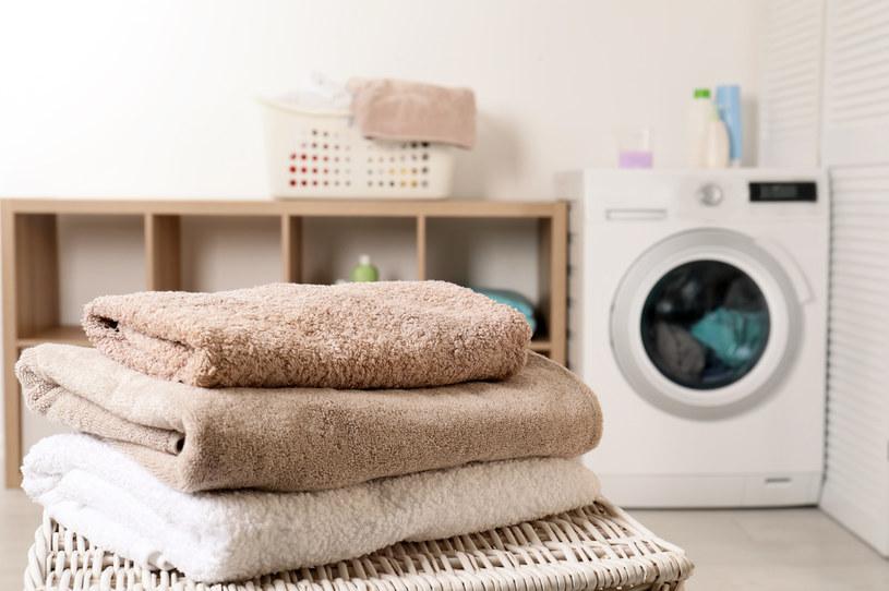 Pranie ręczników powinno być uzależnione od tego, jak często bierzemy kąpiel /123RF/PICSEL