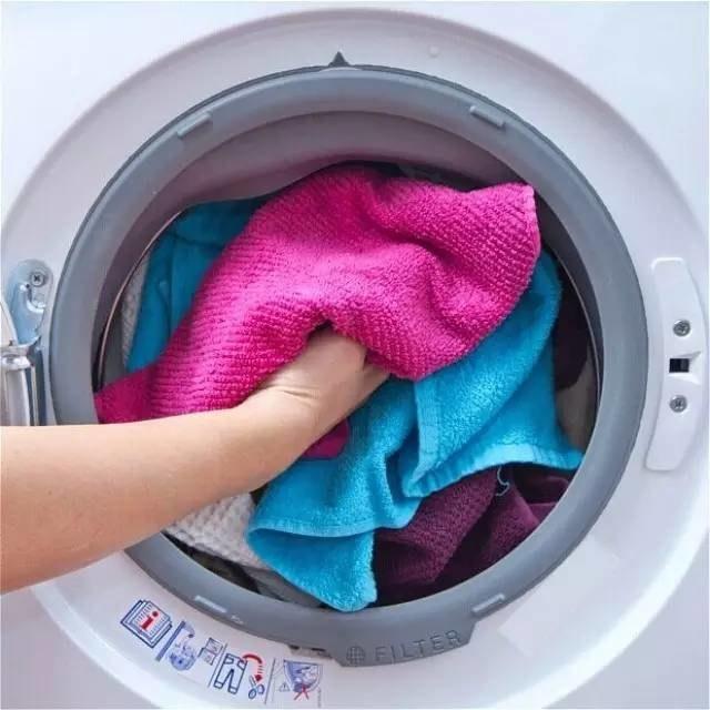 Pranie ręczników /© Photogenica