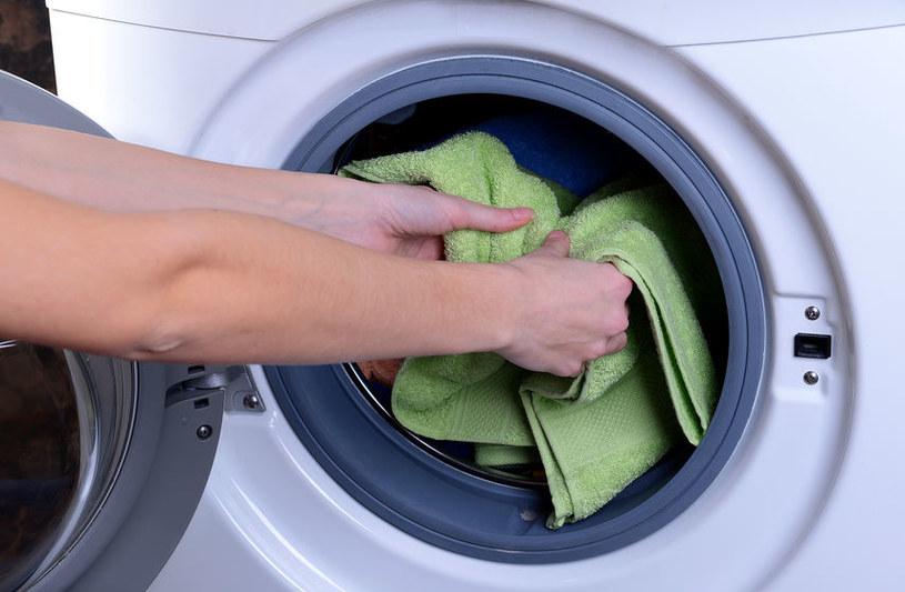 Pranie ubrań /©123RF/PICSEL