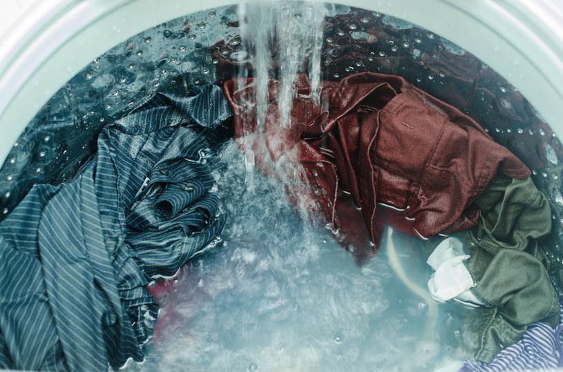 Pranie w pralce /©123RF/PICSEL