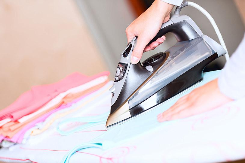 Prasować mozna każdą tkaninę. Trzeba jednak znać proste zasady /123RF/PICSEL