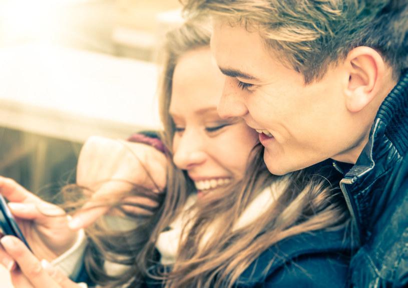 Prawdziwa miłość - zdaniem Sternberga - składa się z trzech elementów /123RF/PICSEL