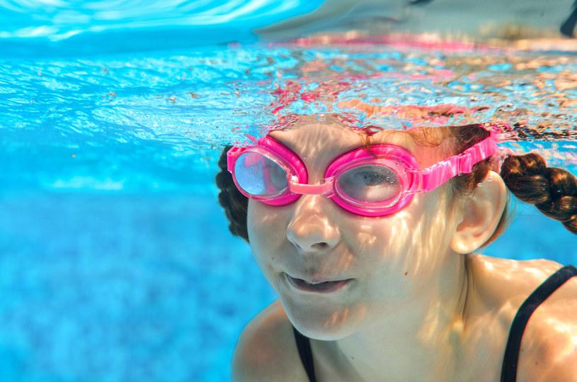 Prawdziwe lekcje pływania można zacząć koło piątego roku życia /123RF/PICSEL