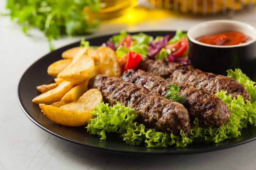 Prawdziwie wakacyjny obiad /123RF/PICSEL