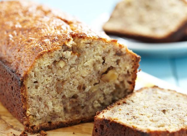 Prawdziwy ciemny chleb jest pieczony z mąki z pełnego ziarna - razowej (pieczywo żytnie) lub pszennej (chleb graham). /123RF/PICSEL