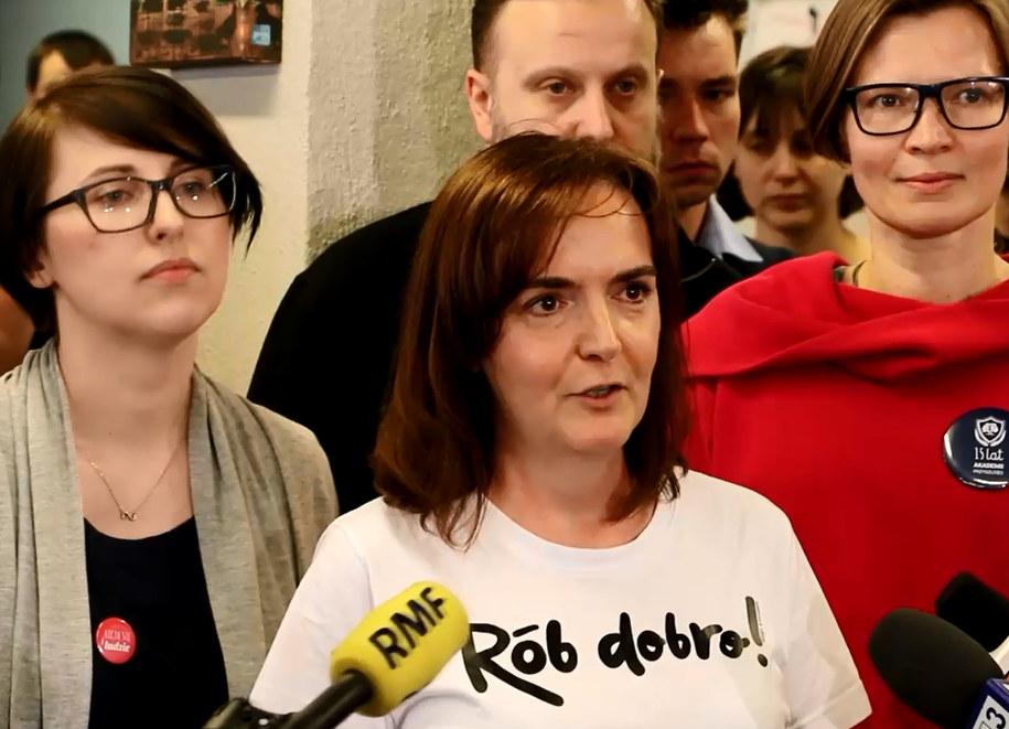 """""""Prawem nie jest to, co się stało wczoraj. Nie zgadzamy się na przemoc, nie zgadzamy się na przemoc w żadnej postaci"""" - mówi Joanna Sadzik. /Józef Polewka /RMF FM"""