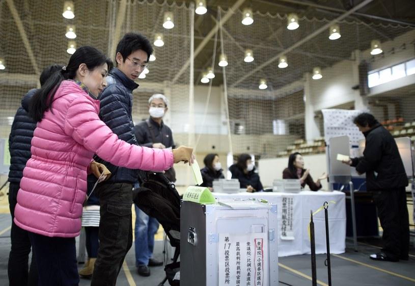 Prawie 105 mln Japończyków wybiera 475 deputowanych /PAP/EPA