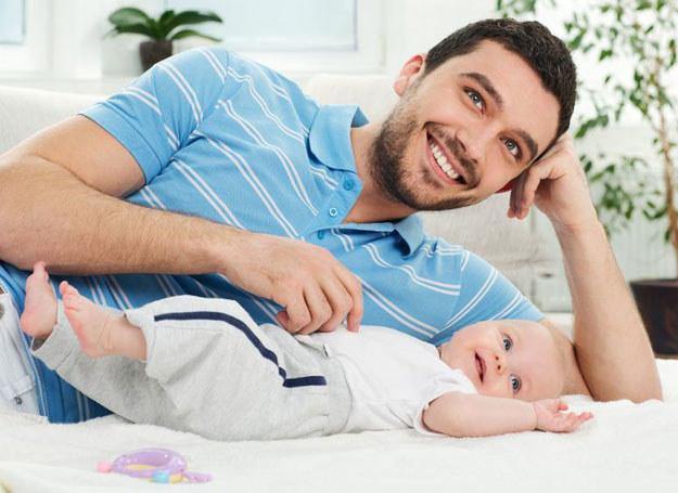 Prawie 40 proc. ojców spędza ze swoimi dziećmi mniej aniżeli 2 godziny dziennie /123RF/PICSEL