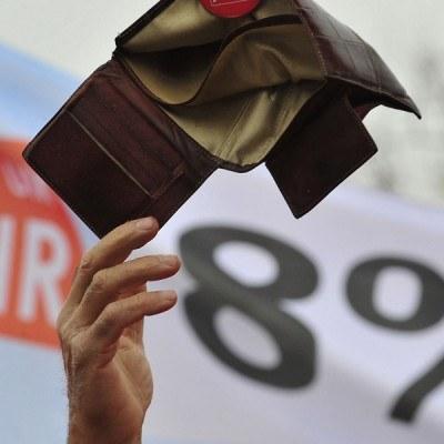 Prawie o jedną piątą wzrosła liczba przypadków niewypłacenia wynagrodzeń pracownikom /AFP