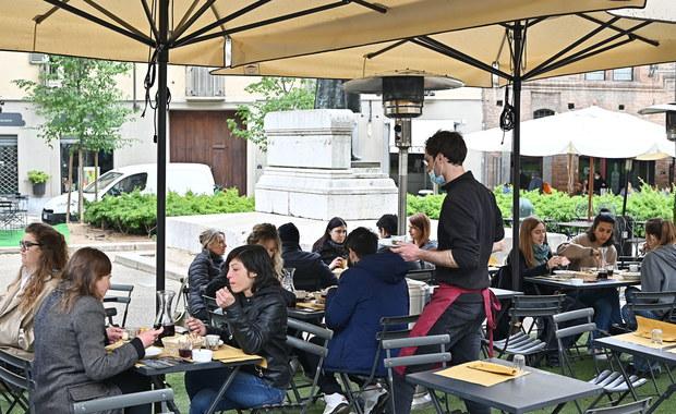 Prawie pół miliona Włochów w restauracjach. Korzystają ze zniesienia obostrzeń