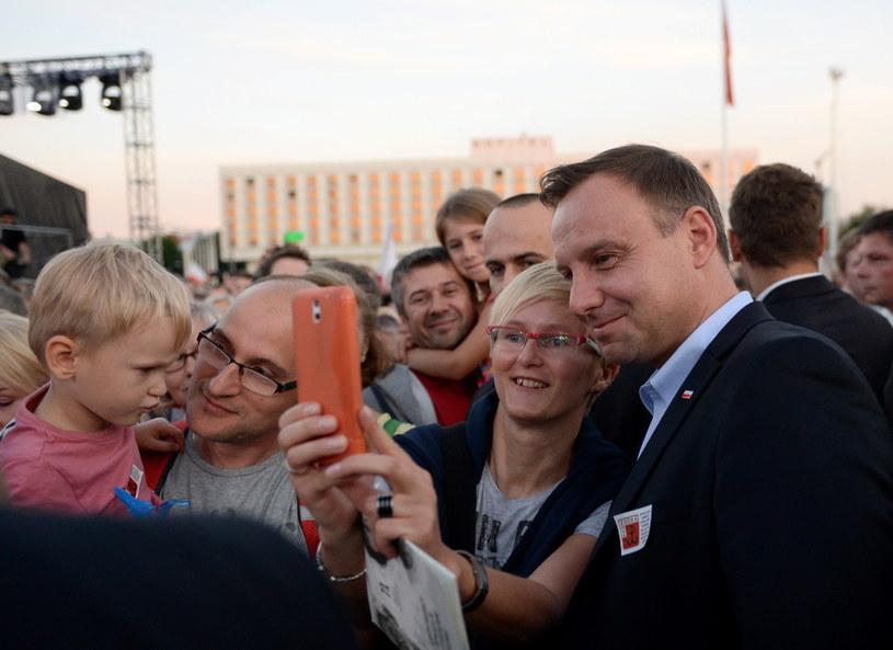 Prawie połowa respondentów uważa, że Andrzej Duda będzie lepszym prezydentem niż Bronisław Komorowski /Bartłomiej Zborowski /PAP