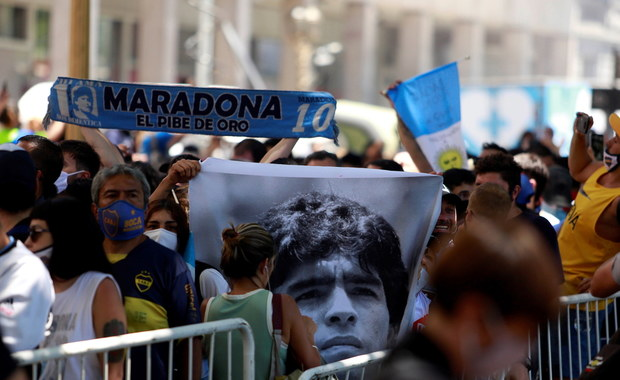 """Prawnik Maradony ma pretensje do ratowników medycznych. Mówi o """"kryminalnym idiotyzmie"""""""