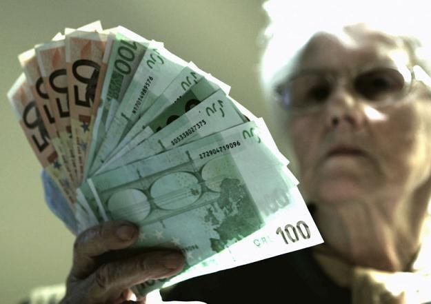 Prawo do emerytury ulega zawieszeniu bez względu na wysokość przychodu /© Panthermedia